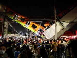 Un pont s'effondre au passage du métro à Mexico: au moins 23 morts et de nombreux blessés