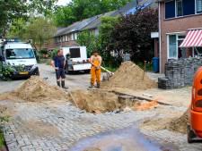Gat in de weg! Lekkage in Apeldoornse buurt