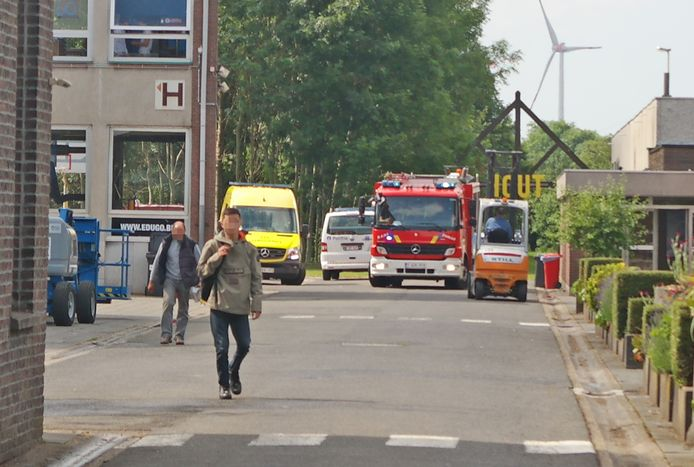 De brand ontstond in een gebouw achter de campus.