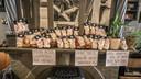 De zakjes snoep worden onder meer in eet- en praathuis 't Verschil verkocht.