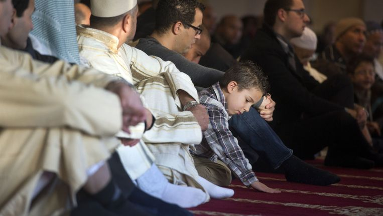 Een jongetje tijdens de viering van het offerfeest in een Amsterdamse moskee vorig jaar. Beeld ANP