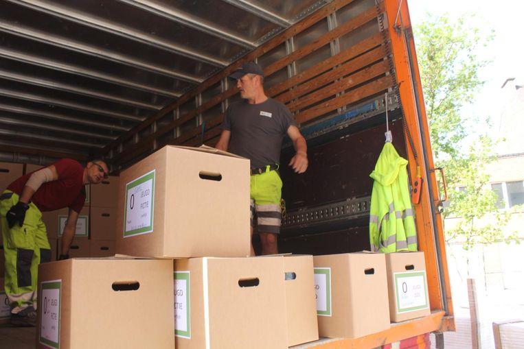 In totaal worden 8 vrachtwagens gevuld.