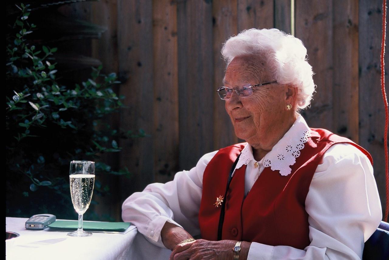 ,,Mijn oma is een voorbeeld voor hoe je krachtig oud kunt worden'', vindt kleindochter Inge Paul.