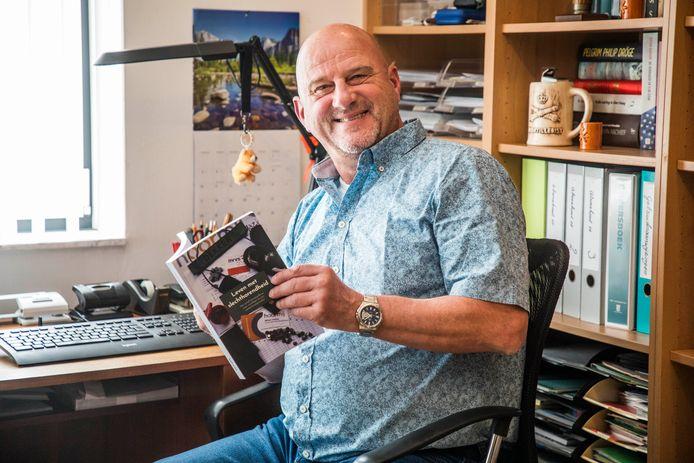 Willem Dekker heeft een boek geschreven over leven met slechthorendheid.