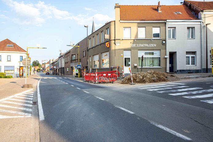 De Alsembergsesteenweg in Dworp gaat dicht tussen de kruispunten met de Kerkstraat en de Beling.