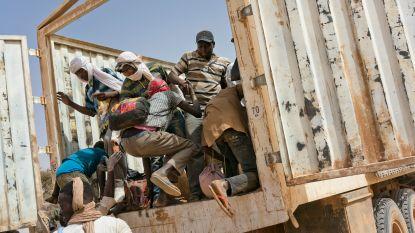 """Algerije stuurt uitgewezen migranten te voet terug door de woestijn: """"Er lagen overal dode lichamen"""""""