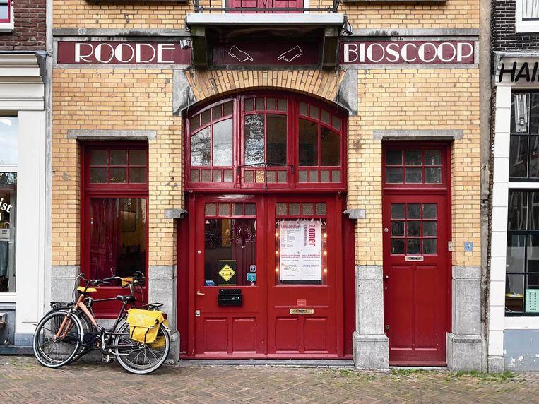 Theater De Roode Bioscoop op het Haarlemmerplein.  Beeld Roode Bioscoop