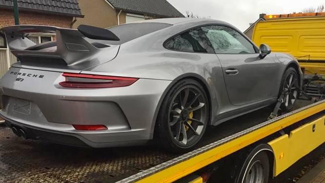 Twee dure auto's, maar je bedrijf is bankroet: Apeldoorner (54) opgepakt