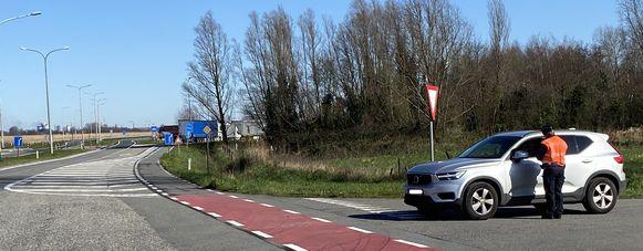 Bij de grenscontroles ter hoogte van Zelzate passeren opvallend minder wagens.