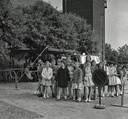 Verkeersexamen in 1961 maar welke school zien we op de foto?