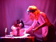 Pronkend Odiliapeel dol op hond Max