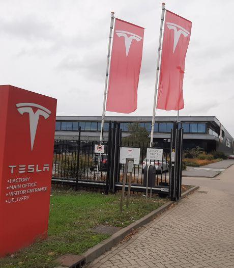 Miljoenensteun, maar toch ontslaat Tesla nu honderd man in Nederland
