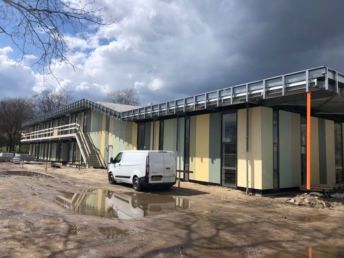 Het ontmoetingslein Mellepark krijgt een groen dak met veel zonnepanelen. Terugleveren aan het elektriciteitsnet zit er echter niet in. Een tegenvaller voor de gemeente Uden.