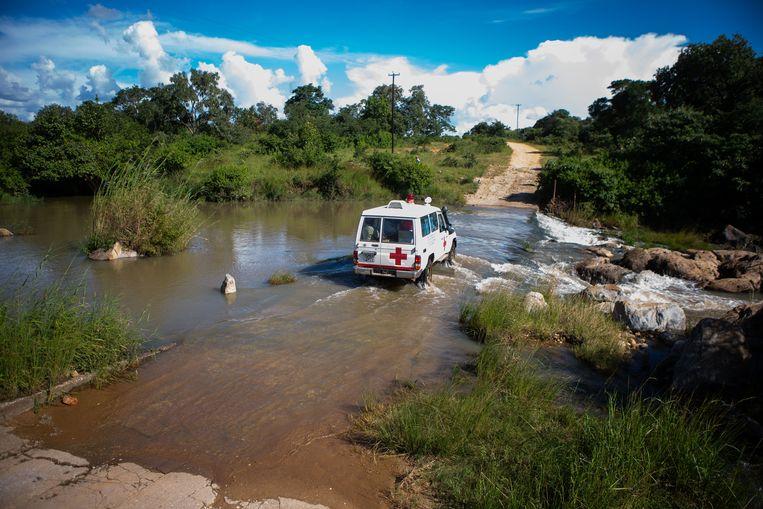 Vaccinatieteam onderweg in Zimbabwe. Beeld Getty Images