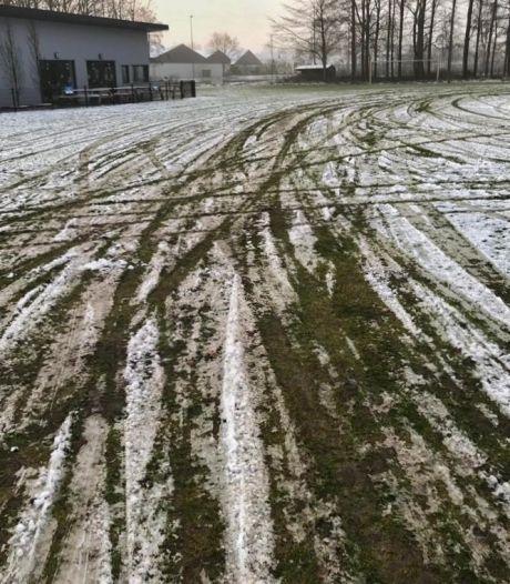 Trainingsveld in Espel verandert in illegale crossbaan: 'Dan ben je geen voetballiefhebber'