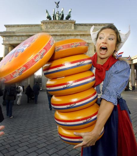 Frau Antje reikt prijzen uit tijdens Gouda Cheese Awards