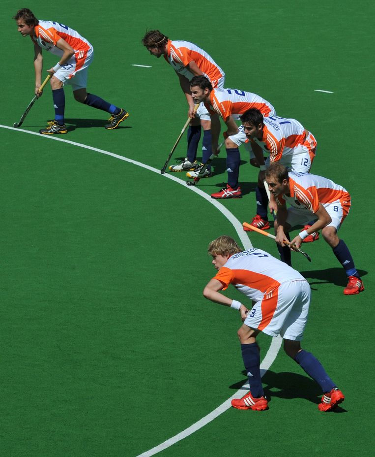 Netherlands players prepare for a penalty corner against Belgium during their Pool B match at the Men's Hockey Champions Trophy tournament in Melbourne on December 4, 2012. AFP PHOTO / Paul CROCK IMAGE STRICTLY RESTRICTED TO EDITORIAL USE - STRICTLY NO COMMERCIAL USE Beeld AFP