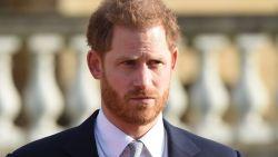 """Prins Harry in emotionele toespraak: """"Triest dat het zo ver moest komen, maar geen andere keuze"""""""