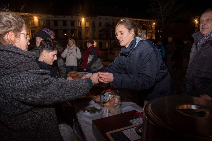 Marie helpt met haar vzw Enchanté de daklozen in Gent en organiseerde de actie.