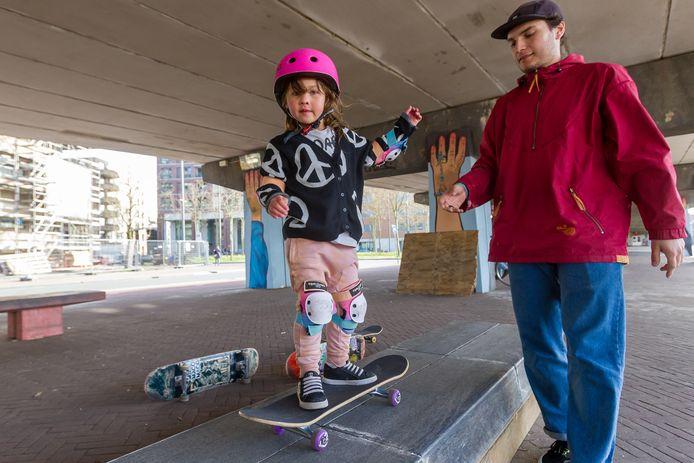Frida volgt haar eerste skateworkshop.