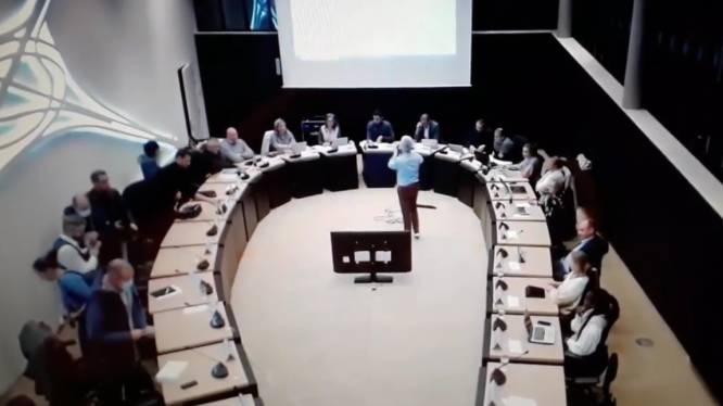 """Oppositie stapt op tijdens gemeenteraad vanwege """"leegloop bij gemeentepersoneel"""""""