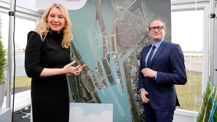 Minister van Verkeer en Waterstaat Melanie Schultz van Haegen en de Vlaamse minister van Mobiliteit en Openbare Werken Ben Weyts. Beeld ANP