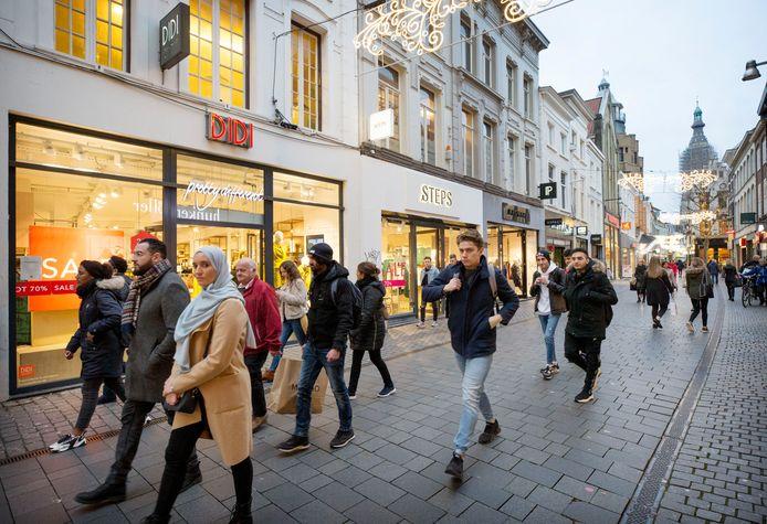 """De drie winkels Didi, Steps en Promiss zitten naast elkaar in de Eindstraat in Breda. ,,Daar ontstaat opeens een flink gat."""""""