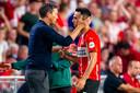 Roger Schmidt dankt Eran Zahavi voor zijn drie goals tegen Galatasaray.