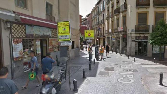 De plaats delict: een hoek van twee straten met Arabische restaurants en theehuizen in het centrum van Granada.