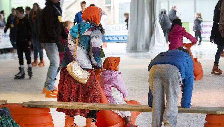 De natuurijsbaan van de Edese IJsvereniging. Vluchtelingen kunnen gratis schaatslessen krijgen op de schaatsbaan in Ede. Beeld anp