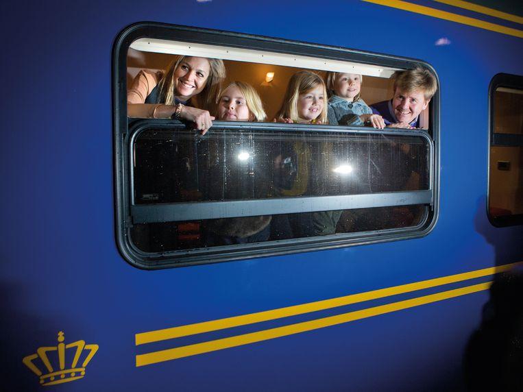 15 februari 2013. Per trein naar de jaarlijkse wintersportvakantie in Lech. Beeld TRBEELD