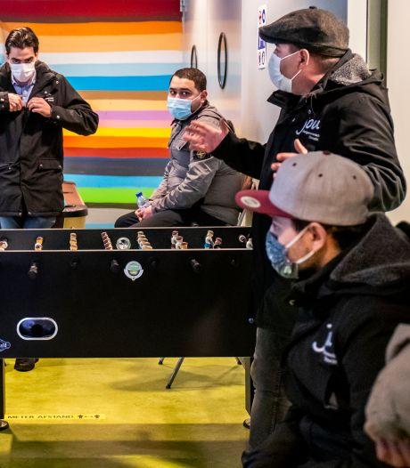 Burgemeester Dijksma bedankt jongerenwerkers voor voorkomen rellen in Utrecht: 'Ik haalde opgelucht adem'
