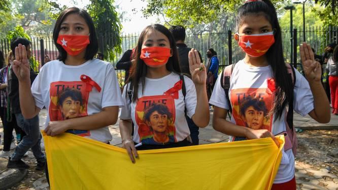 Honderden professoren en studenten protesteren in Myanmar tegen staatsgreep