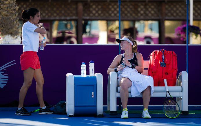 Kiki Bertens en haar coach Elise Tamaëla in Qatar.