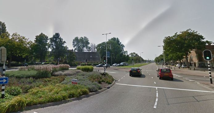 De politie vermoedt dat de ontvoerde man ter hoogte van de rotonde in de Royaards van den Hamkade uit de auto van zijn ontvoerders wist te ontsnappen.