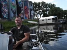 Een nachtje dobberen en slapen in The Coon zorgt voor een 'catchy' beleving op het Bossche water