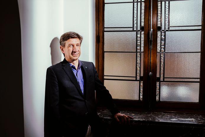 """Marc-Alain Widdowson, directeur van het Tropisch Instituut in Antwerpen: """"We zijn nog niet op het droge zolang de pandemie vrij spel krijgt in dichtbevolkte landen zoals India."""""""