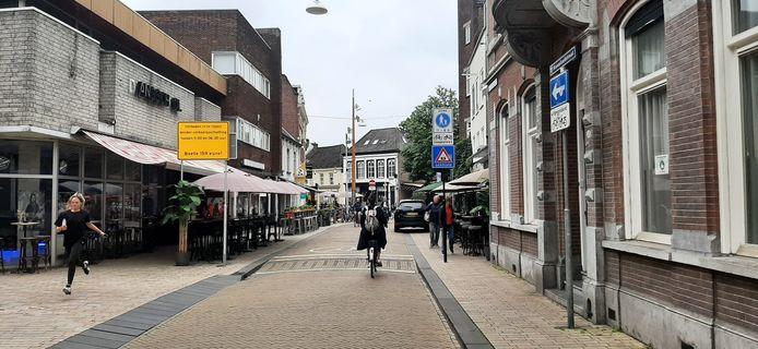 Zo wordt nu aangegeven dat de Nieuwlandstraat ter hoogte van het Radiopleintje autoluw is.