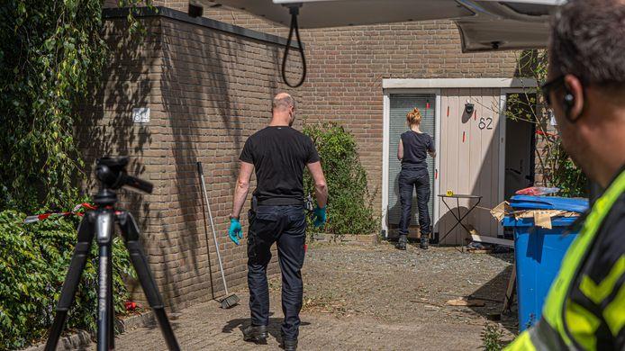 DS-2020Zwolle Politie doet onderzoek bij de woning aan de Geleen waar vannacht een explosie plaats vond De politie gaat nu uit van een aanslag FotoPersBuro Frans Paalman Zwolle ©2020