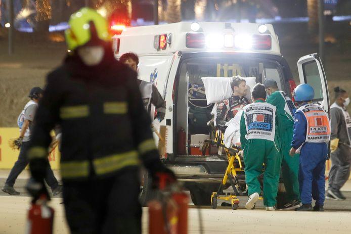 Romain Grosjean werd vlak na de crash met de ambulance afgevoerd naar het ziekenhuis.