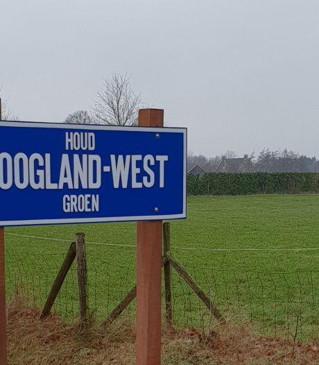 Gloednieuw protestbord in Hoogland-West vrijwel direct gestolen: 'Bijna al ons budget aan uitgegeven'