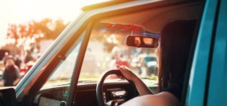 Met deze simpele truc koelt je hete auto snel af, nog voordat je instapt