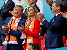 Koning Willem-Alexander juicht uitbundig na late zege Oranje