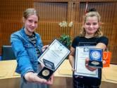 Ineens beweegt Amber niet meer: Rosanne en Marion schieten te hulp en redden klasgenootje van verdrinking