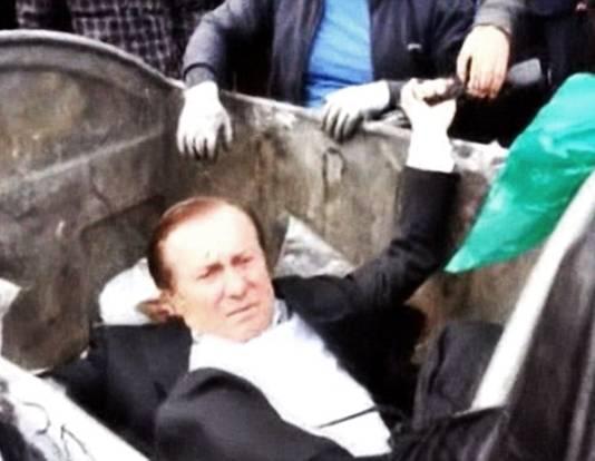 Parlementslid Vitaly Zhuravsky gaat ook kopje onder.