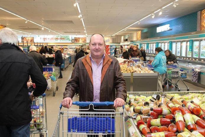 Cafébaas Marc Sleeuwagen vergezelde zijn nieuwsgierige echtgenote naar de nieuwe winkel.