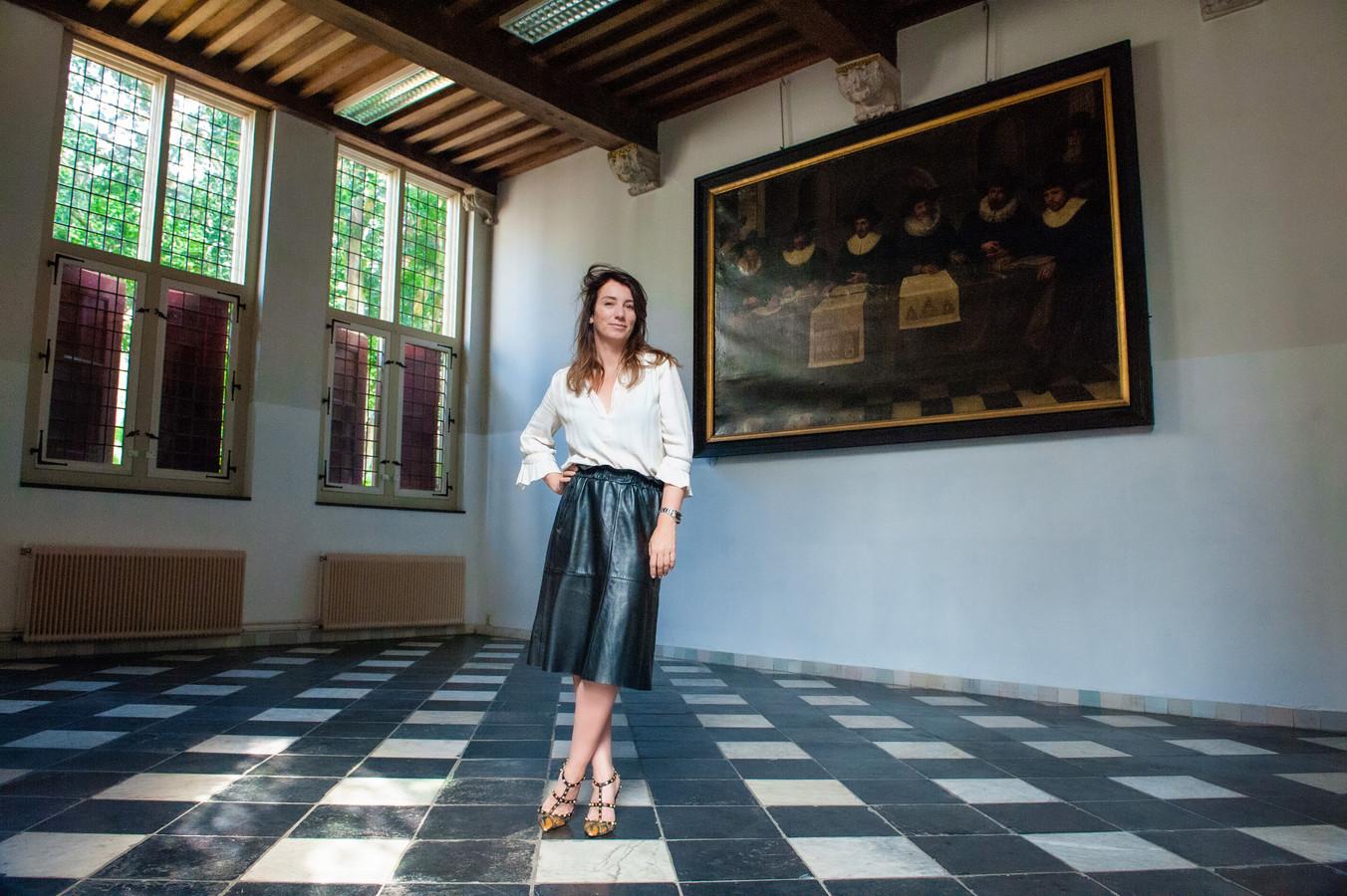 Judith van Mourik in het voormalig weeshuis in Gouda, dat ze mag gaan stylen tot hotel.