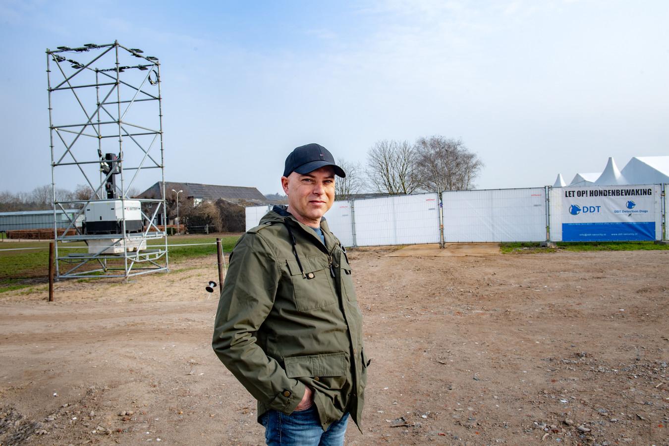 Jan-Willem Voet voor de boerderij en 'zijn' vaccinatiepost.