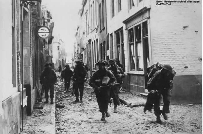 Geallieerde commando's in Vlissingen tijdens de eerste novemberdagen van 1944.