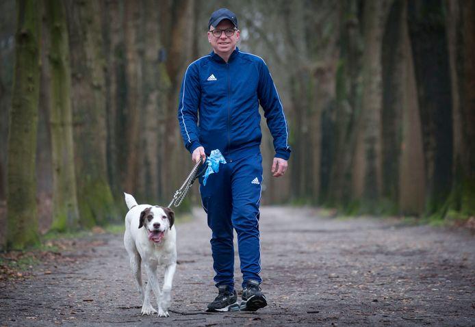Patrick de Groot viel 35 kilo af door met zijn hond Jessy lange tochten te lopen.